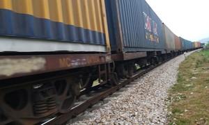 Tàu hỏa tông bay xe tải xuống ruộng, tài xế bị cán tử vong trên đường ray