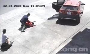 Công an mật phục ở cây xăng quật ngã kẻ lái ô tô đi cướp giật