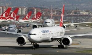 Máy bay phải chuyển hướng vì nghi 17 hành khách nhiễm nCoV