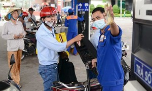 Giá xăng dầu giảm sâu, xăng RON95 còn 16.812 đồng/lít