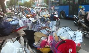 Mũ nón phòng dịch bệnh Covid-19 thịnh hành ở Sài Gòn