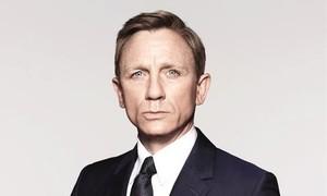 Sao 'Điệp viên 007' cổ vũ nhân viên y tế trong đại dịch