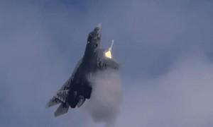 Clip phi công Nga trình diễn thuần thục siêu tiêm kích Su-57