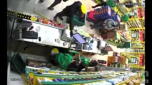 Cửa hàng Bách hóa xanh ở Sài Gòn bị cướp như trong phim hành động
