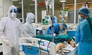 """Thưởng """"nóng"""" 500 triệu đồng cho y bác sỹ điều trị bệnh nhân Covid-19"""