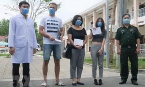 Cô gái nhiễm Covid-19 về Việt Nam bằng chuyên cơ riêng xuất viện