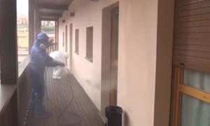 Clip chuyên gia Nga khử khuẩn bệnh viện ở Ý có hàng trăm ca tử vong