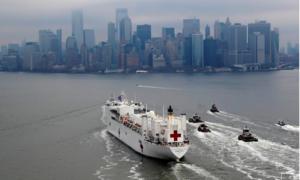 """Tàu bệnh viện 1000 giường cập cảng """"tâm dịch"""" New York để hỗ trợ"""