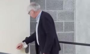 Clip tay nắm cửa nhằm ngăn dịch nCoV được nhiều nơi sử dụng