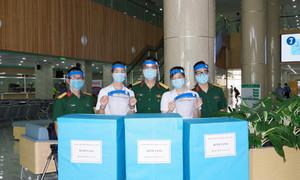 Bệnh viện Dã chiến cấp 2.3 tặng 1.000 nón bảo hộ phòng chống dịch Covid-19