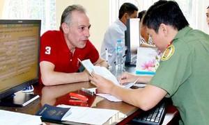 Gia hạn tạm trú cho người nước ngoài ở lại Việt Nam