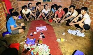 Gần chục đối tượng rủ nhau vào rẫy đánh bạc