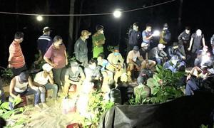 Đột kích sòng bạc lớn giữa rừng trong cao điểm dịch Covid-19
