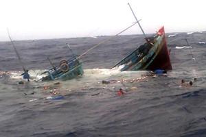 Trung Quốc trao trả 8 ngư dân trên tàu cá bị đâm chìm ở Hoàng Sa