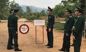 Đón lõng ô tô chở 6 người Việt vượt biên từ Lào về trốn cách ly