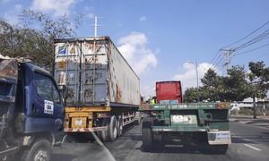 """TPHCM: Vì sao cảng Cát Lái vẫn là """"điểm nóng"""" ùn tắc?"""