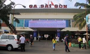 TPHCM lấy mẫu xét nghiệm tất cả hành khách tại sân bay và ga tàu hỏa