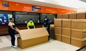 Ecuador dùng thùng giấy cứng thay quan tài vì quá tải