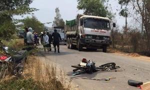 Xe ben cán nát xe máy, thanh niên tử vong tại chỗ