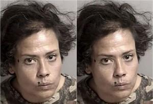 Bị bắt vì liếm nữ trang trong siêu thị