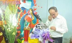 Bí thư Thành ủy Nguyễn Thiện Nhân đến viếng học sinh tử vong do cây đổ