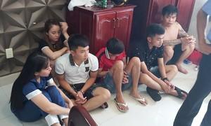 Hơn chục thanh niên thuê khách sạn phê ma túy