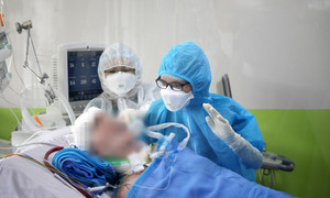 Bệnh nhân phi công Anh đã xoay được đầu khi nhận y lệnh từ bác sĩ