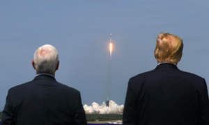 Trump chứng kiến Space X phóng phi thuyền đưa phi hành gia lên quỹ đạo