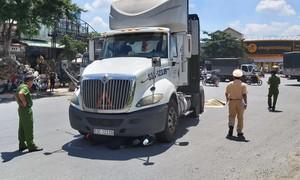 Xe đầu kéo tông xe máy ở ngã ba Trung Lương, 1 người tử vong