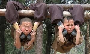 Clip cảnh khổ luyện của các chú tiểu ở Thiếu Lâm Tự