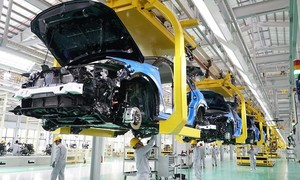 Từ ngày 28/6: Giảm 50% lệ phí trước bạ ô tô sản xuất trong nước