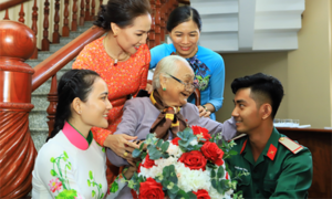 Lần đầu tổ chức gặp mặt đại biểu Bà mẹ Việt Nam anh hùng toàn quốc
