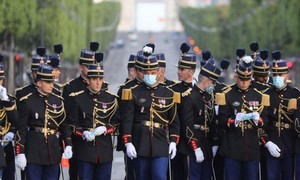 Loạt ảnh 2.000 binh sĩ duyệt binh mừng quốc khánh Pháp
