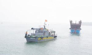 Tàu hàng tông chìm tàu cá có 6 ngư dân trên biển rồi bỏ đi