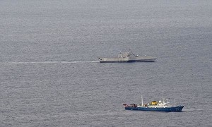 Tàu chiến Mỹ áp sát tàu Hải Dương của Trung Quốc trên Biển Đông