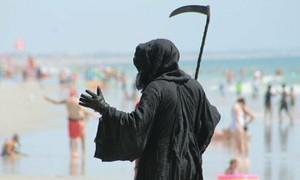 Hàng nghìn người Mỹ đổ ra biển nghỉ lễ quốc khánh bất chấp cảnh báo dịch