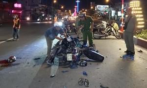 Hai người nguy kịch vì xe máy chạy ngược chiều