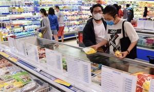 Hệ thống Co.opmart giảm giá giảm giá các loại thịt, cá, dầu ăn, mì gói