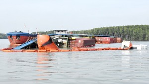 Phó công an xã rơi xuống sông tử vong khi truy bắt cát tặc