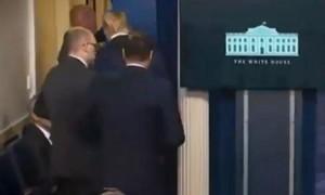 Mật vụ Mỹ đưa ông Trump rời cuộc họp vì có nổ súng ngoài Nhà Trắng