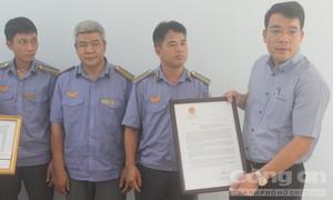 Bộ trưởng GTVT khen nhân viên đường sắt dũng cảm cứu người