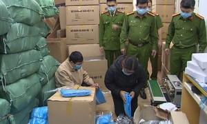 Truy tố 4 bị can buôn bán lượng lớn trang phục bảo hộ y tế giả