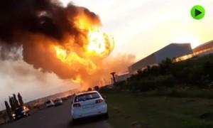 Clip trạm xăng ở Nga phát nổ, tạo thành quả cầu lửa khồng lồ