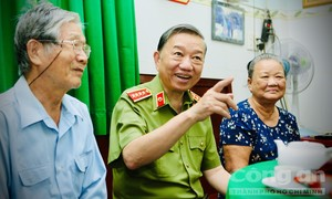 Bộ trưởng Tô Lâm thăm các gia đình chính sách, thương binh, liệt sỹ tại TPHCM