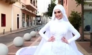 Clip cô dâu chụp ảnh cưới ngay lúc xảy ra vụ nổ ở Beirut