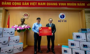 Vingroup trao tặng 1.700 máy thở cho Bộ Y tế