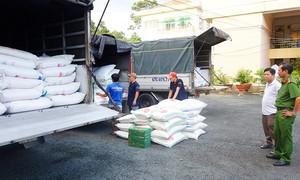 CSGT An Giang bắt 4 xe tải chở đường cát không hóa đơn