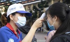 """TPHCM: Thí sinh được """"chăm sóc"""" kỹ phòng chống dịch bệnh trước khi vào phòng thi"""