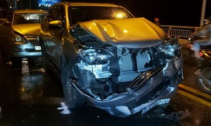 3 vụ TNGT liên hoàn cùng lúc trên cầu Rạch Miễu, 9 ôtô hư hỏng nặng