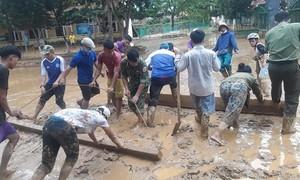 Khẩn trương khắc phục hậu quả ở ngôi làng bị lũ nhấn chìm